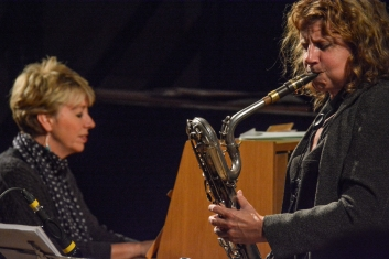 Nikki Iles with Karen Sharp at Fleet Jazz Club. Photograph courtesy of David Fisher (Aldershot, Farnham & Fleet Camera Club).