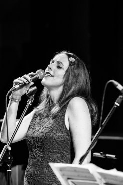 Joanna Eden performing at Fleet Jazz Club on 4th December 2018. Image courtesy of Michael Bacon (Aldershot, Farnham & Fleet Camera Club).